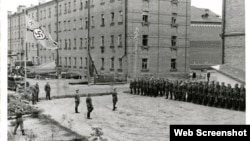 A journalist in Smolensk was prosecuted for posting this historic photo of a courtyard under Nazi occupation on VKontakte.