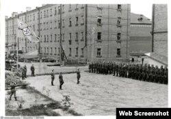 Фотография двора жилого дома, сделанная во время нацистской оккупации Смоленска в 1941-1943 годах. Местную журналистку оштрафовали за публикацию этой фотографии.