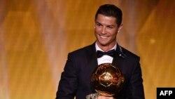 Cristiano Ronaldo cu Balonul de aur