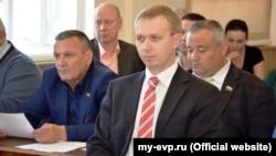 Кирилл Вавренюк (в центре)