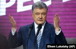 Петро Порошенко визнав поразку у другому турі президентських виборів і пообіцяв працювати в опозиції на збереження курсу України до ЄС і НАТО r