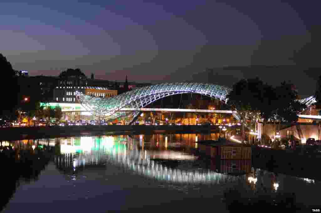 The Bridge of Peace at night
