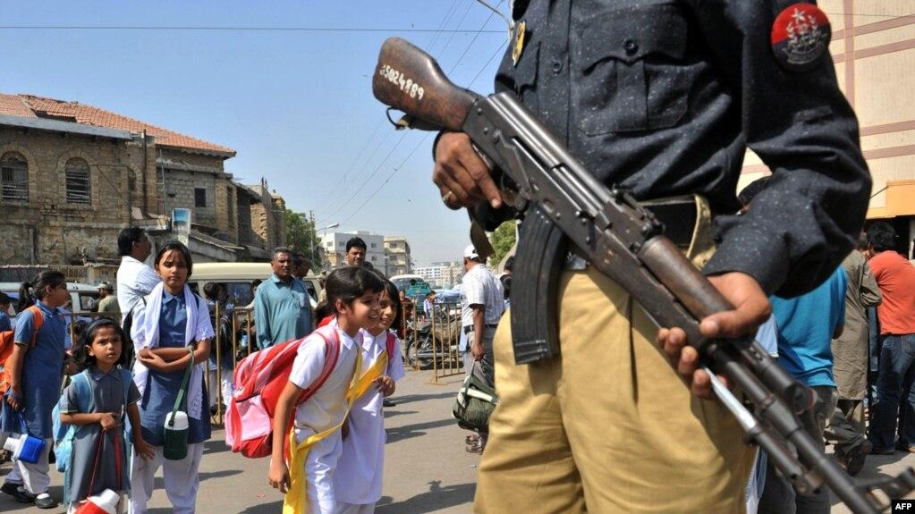 karachi schools close in fear of violence