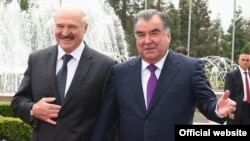 Эмомали Рахмон встречает главу Беларуси Александра Лукашенко. Душанбе, 15 мая 2018 года. Фото с официального сайта президента РТ