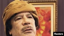 القذافي يدلي بحديث للتلفزيون التركي