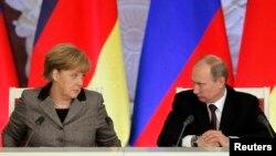 Германия канцлері Ангела Меркель мен Ресей президенті Владимир Путин. Мәскеу, 16 қараша 2012 жыл.