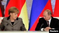 Канцлер Германии Ангела Меркель (слева) и президент России Владимир Путин. Москва, 16 ноября 2013 года.