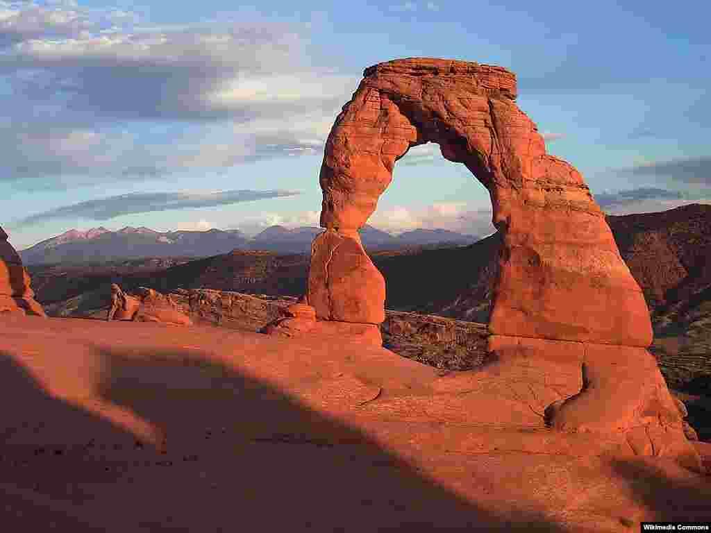 تاق دلپذیر (Delicate Arch) در ایالت یوتا، آمریکا