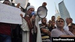 Грузинские мусульмане, принявшие сегодня участие в акции протеста в Батуми, потребовали восстановления справедливости и возвращения минарета на место