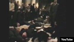 Пратэстоўцы ў саборы Сьвятога Патрыка. 10 сьнежня 1989 году