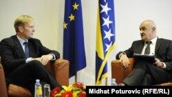 Peter Sorensen uručio Izvještaj Evropske komisije Vjekoslavu Bevandi, 10. oktobar 2012.