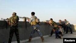 Иракские военнослужащие в Рамади во время столкновений с бойцами исламистской группировки, май 014