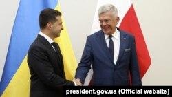 Ukrain prezidenti Wolodimir Zelenskiý polýak kärdeşi Andrzej Duda bilen. Warşawa, 31-nji awgust, 2019.