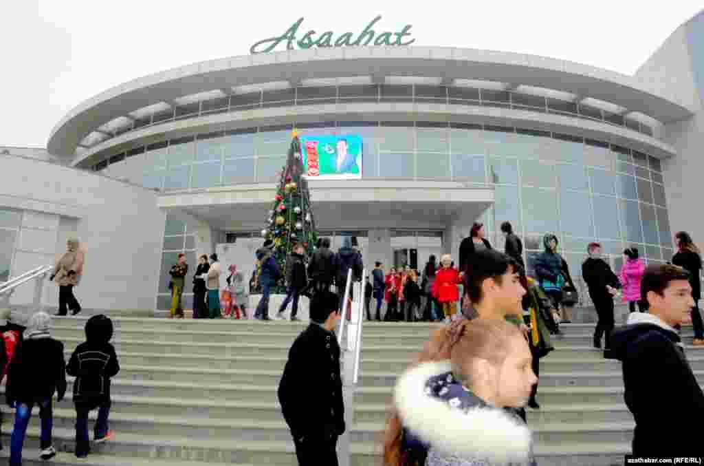 """""""Aşgabat"""" kinoteatry."""