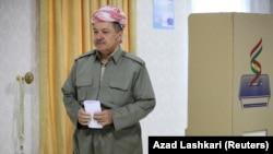 Ирактың Күрдістан автономиялық аймағының басшысы Масуд Барзани Ирактан тәуелсіздік алу туралы референдумға дауыс беріп жатыр. Эрбил, 25 қыркүйек 2017 жыл.