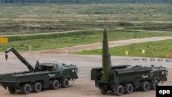"""""""Iskander-M"""" kysymly taktiki ballistik raketalar, Moskwa regiony, 9-njy sentýabr, 2016."""