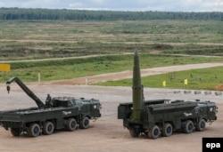 """Sisteme """"Iskander-M"""" la o expoziție de arme din regiunea Moscovei, septembrie 2016"""