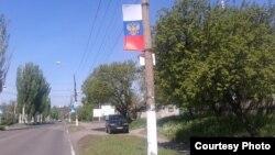 Российский флаг в оккупированном сепаратистами городе Чистяково (бывший Торез) в Донецкой области Украины. 1 июля 2017 года.
