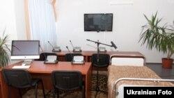 Кімната для проведення телеконференцій близько палати Тимошенко в Центральній клінічній лікарні «Укразалізниці», Харків, 7 серпня 2012 року