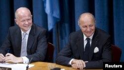 ویلیام هیگ (چپ) در کنار همتای فرانسوی خود، لوران فابیوس