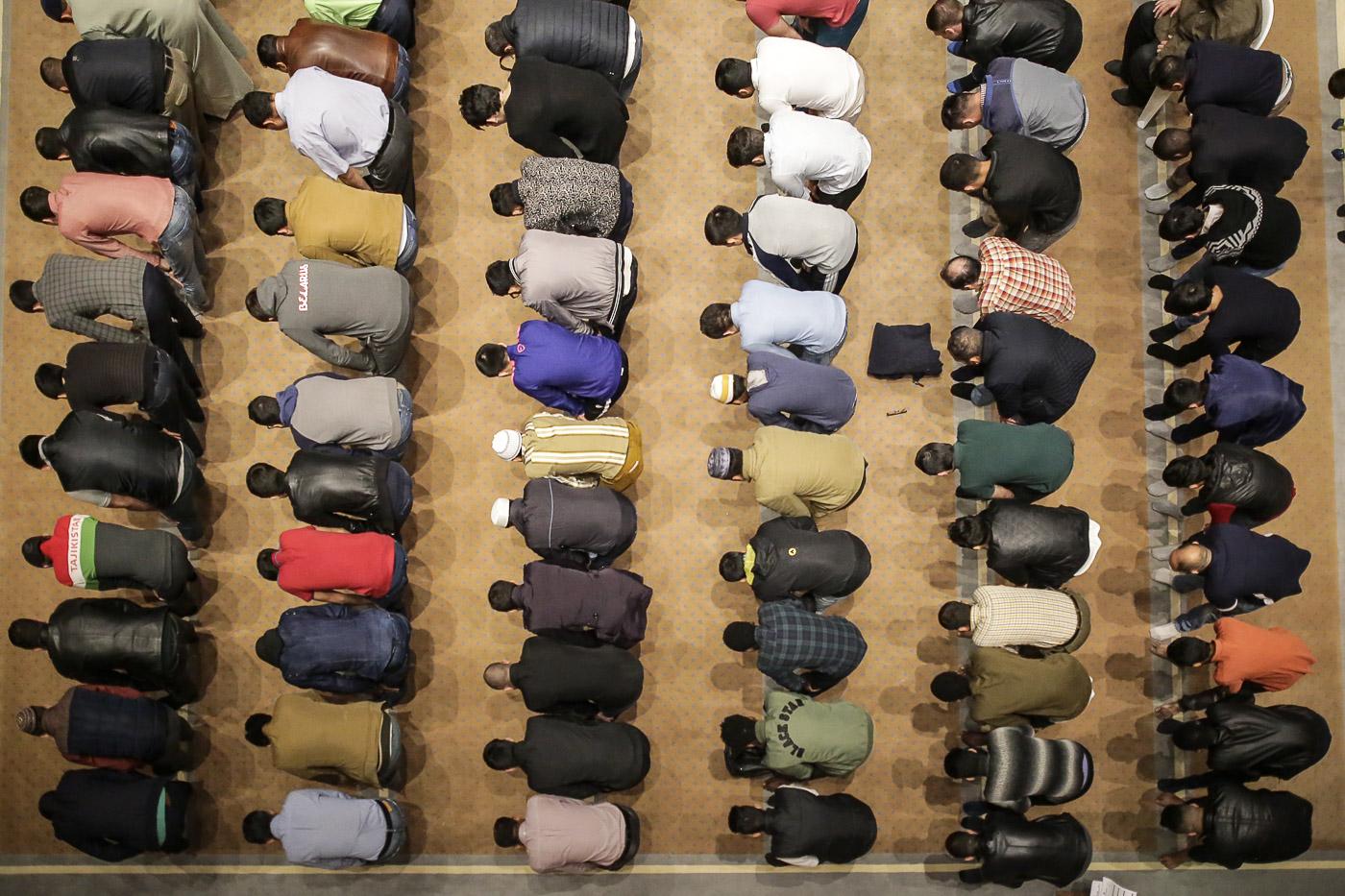 Намаз падчас месяца Рамадан у Менску. Фота Уладзь Грыдзін