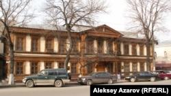 Здание бывшего городского училища имени Колпаковского — единственное творение Поля Гурдэ в Алматы, дошедшее до нас практически в неизменном виде.