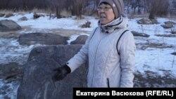 Светлана Оненко на уборке археологического памятника