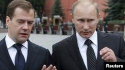 Раисиҷумҳури Русия, Дмитрий Медведев (чап) ва сарвазири Русия, Владимир Путин.