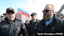 Депутат Госдумы Виталий Милонов на первомайском шествии в Петербурге