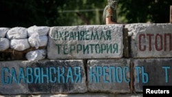 Баррикада в центре Славянска. Фото июня 2014 года