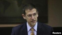 Американскиот потсекретар за тероризам и финансиско разузнавање Адам Ј. Зубин