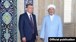 Президент Узбекистана Шавкат Мирзияев и муфтий страны Усманхан Алимов в Самарканде.