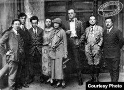 Борис Пастернак, Сергей Эйзенштейн и Владимир Маяковский с сотрудниками ВОКСа. Москва, 1925