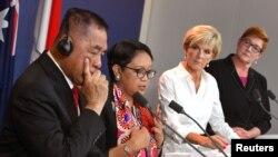 Австралия менен Индонезиянын коргоо жана тышкы иштер министрлери. Индонезиянын коргоо министри Рямизард Рякуду (солдон эң четки).