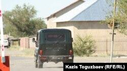 Үшаралдағы шекаралық әскери бөлім басшыларының көлігі. Алматы облысы, 9 маусым 2012 жыл.