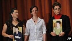 سارا شورد در میان مادر جاش فتال و مادر شین باوئر
