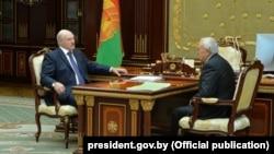 Аляксандар Лукашэнка і Павал Тапузідзіс на сустрэчы 8 верасьня
