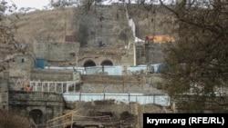 Работы на Большой Митридатской лестнице в Керчи