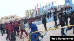 Жаңаөзен қаласының орталық алаңындағы полиция мен мұнайшылар қақтығысы. 16 желтоқсан 2011 жыл.