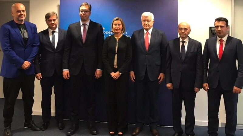 Заев утре на состанок со премиерите од Западен Балкан кај Могерини