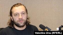 Dumitru Alaiba în studioul Europei Libere la Chișinău
