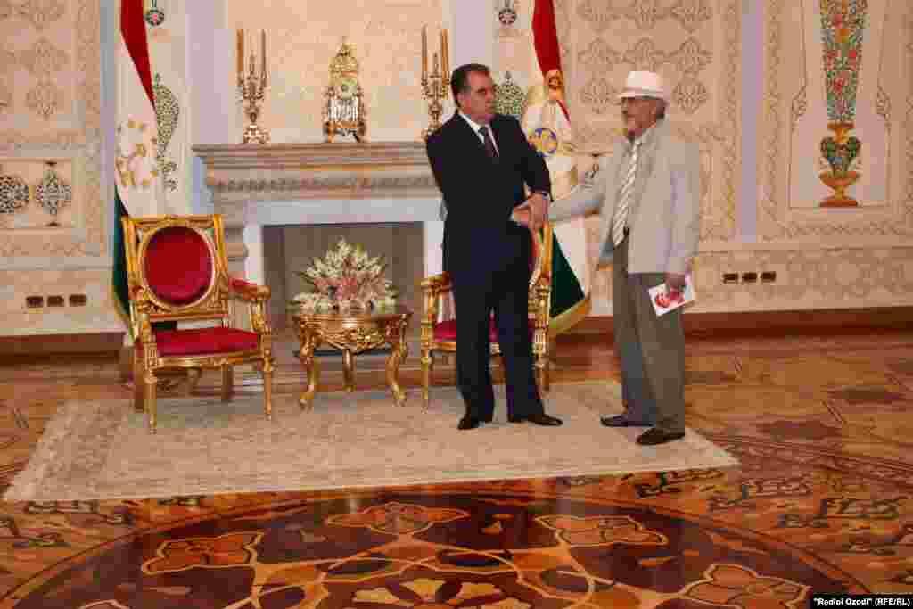 30 мая 2013 года президент Эмомали Рахмон принял Бозора Собира