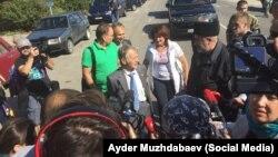 Мустафа Джемилев на административной границе с Крымом