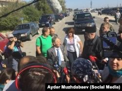 Мустафа Джемілєв на адмінкордоні з Кримом, 20 вересня 2015 року