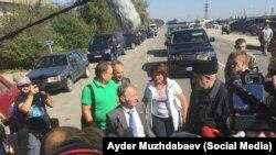 Мустафа Джемілєв на адміністративному кордоні з Кримом