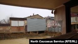 В мэрии подчеркивают, что дом, в котором обрушилась стена, давно признан аварийным