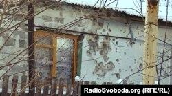 Последствия обстрела на окраине Донецка