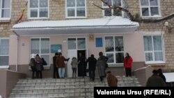 Secţie de votare la Primăria din Comrat, 2 februarie 2014