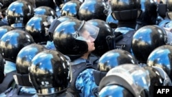 OVD-Info häzire çenli azyndan 20 protestçiniň tussag edilendigini aýtdy.