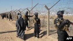 نیروهای عراقی در اطراف اردوگاه اشرف. عکس آرشیوی است